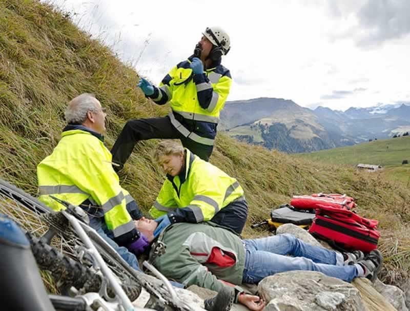 Equipo de rescate en montaña